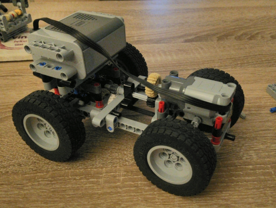 First prototype of engine-powered LEGO car